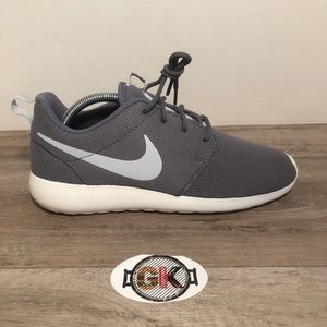 Women's Nine Roshe One